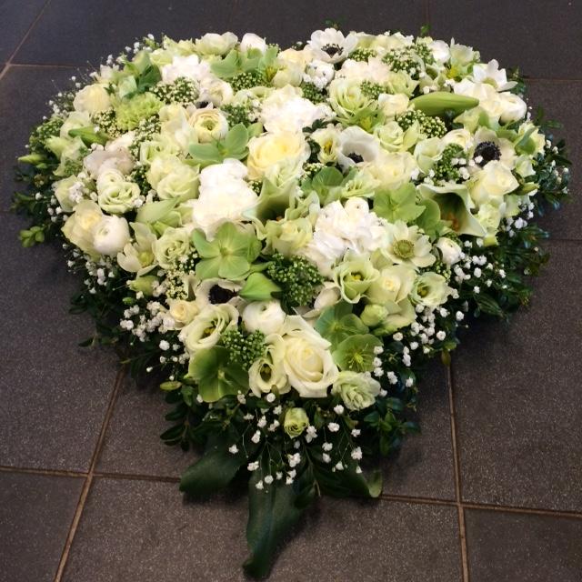 Rouwhart afscheidsbloemen